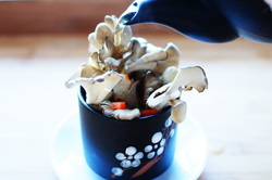 Teapot soup with maitake