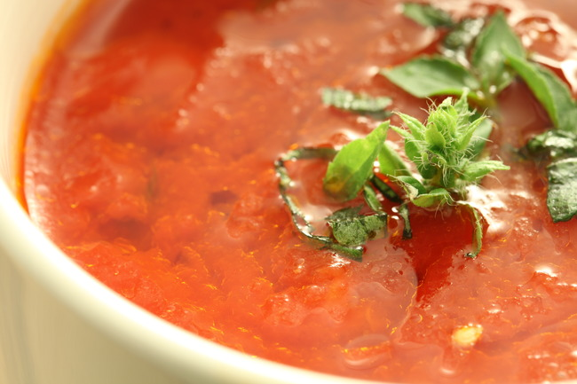 this homemade tomato sauce is fast and easy great as pizza sauce or