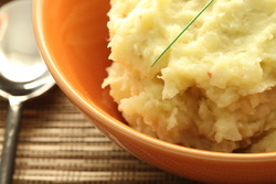 Garlic mashed potatoes with pink pepper